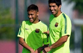 Uruguaio Luis Suárez deve formar o ataque do Barcelona ao lado de Neymar e Messi