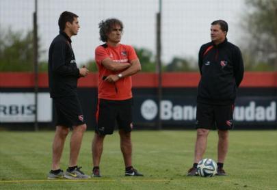 Gustavo segue no comando técnico do Newell's e tem o respaldo da diretoria