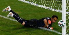 O goleiro chileno agora irá defender o clube catalão