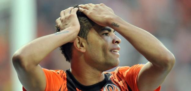 Atacante Dentinho está no futebol do exterior desde 2011, mas deseja voltar ao Brasil