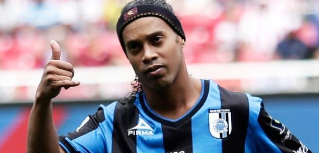 Meia Ronaldinho Gaúcho está na mira do Fluminense, mas presidente adotou cautela