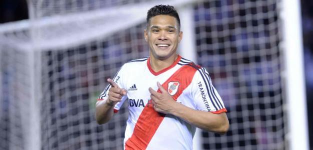 Recebimento direto do dinheiro pelo River seria mais uma das tentativas do Corinthians de contratar o atacante colombiano
