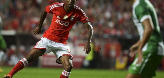Talisca em partida do Campeonato Português