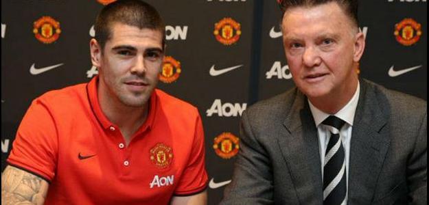 Manchester United anunciou a contratação de Victor Valdés