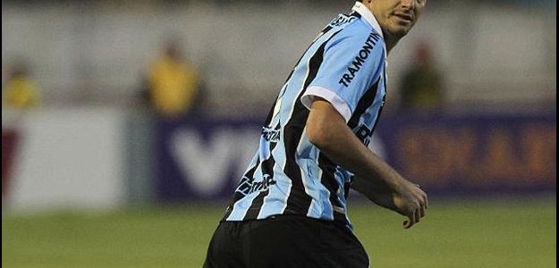 Após passagens no Grêmio, Flamengo e futebol chinês, Elano pode voltar ao Santos