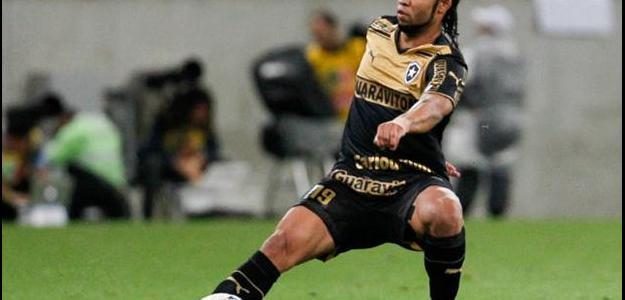 Meia Carlos Alberto defendeu o Botafogo em 2014