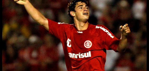 Giuliano ainda com a camisa do Internacional