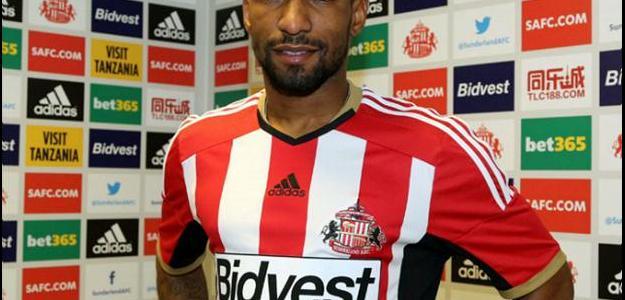 O atacante assinou por três anos em meio com o Sunderland