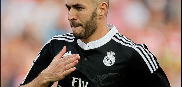 Atacante francês Karim Benzema está na mira do Liverpool para próxima temporada