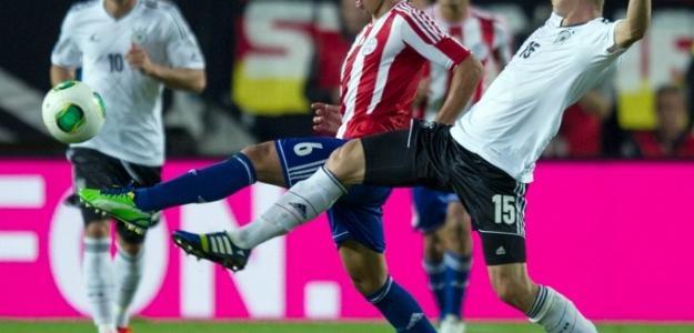 Óscar Romero em ação pela seleção paraguaia