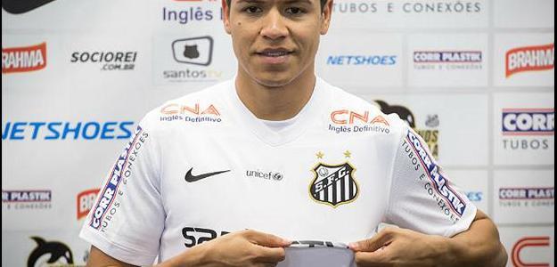 Meia Marquinhos Gabriel vestiu pela primeira vez a camisa do Santos