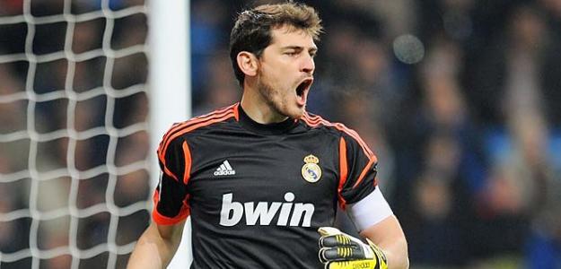 Casillas e Lopetegui foram companheiros de seleção em 2002, e agora podem voltar a trabalhar juntos