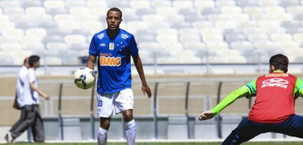 Breno Lopes é o jogador que está mais próximo de chegar ao Rio de Janeiro