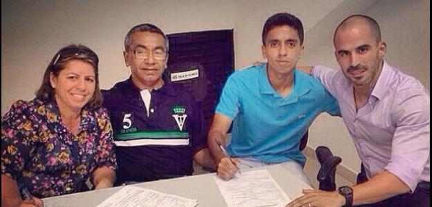 Giovane assina primeiro contrato profissional com o Santos