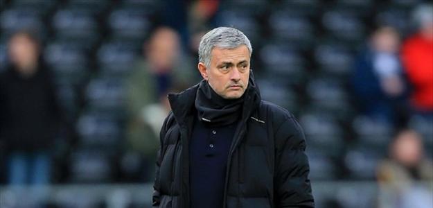 José Mourinho quer manter o título do Campeonato Inglês