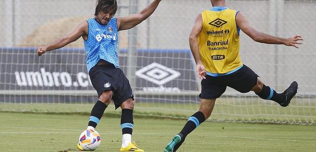 Marcelo Moreno em um treinamento do Grêmio