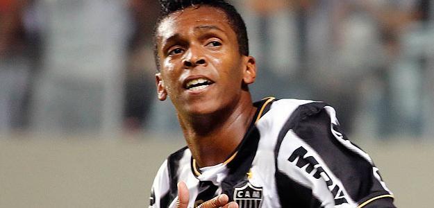 Jô está no Rio de Janeiro resolvendo problemas particulares, disse o pai dele