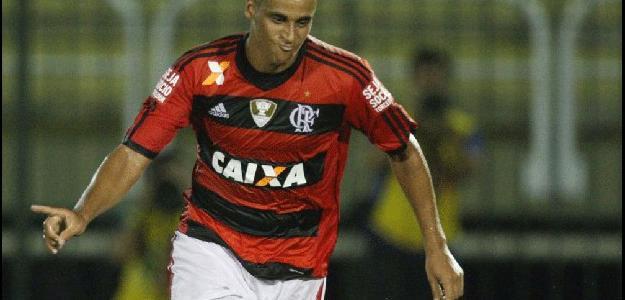 O zagueiro tem contrato até 2016 com o Fla