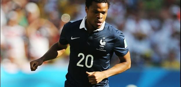 Atacante Loic Remy em partida seleção francesa na Copa do Mundo