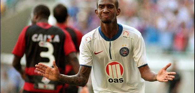 Talisca comorando um de seus gols pelo Bahia nesta temporada