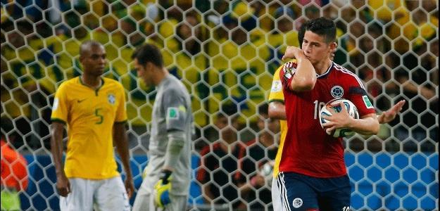 James Rodríguez comemora gol da Colômbia contra o Brasil; acerto com o Real está