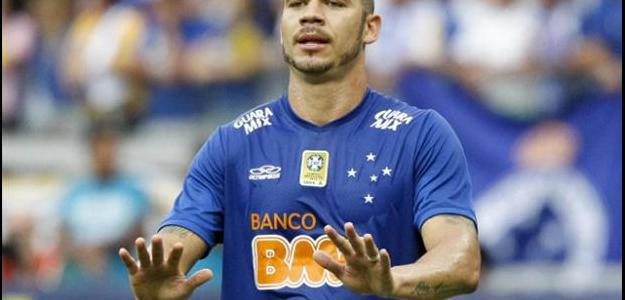 Nilton perdeu espaço no time do Cruzeiro e deve deixar o clube em 2015
