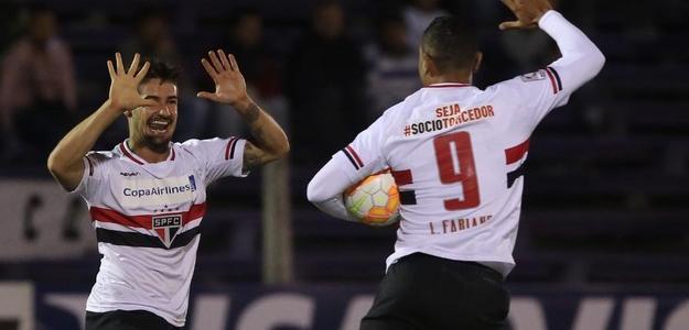 Luis Fabiano (à direita) deve deixar o Morumbi em breve
