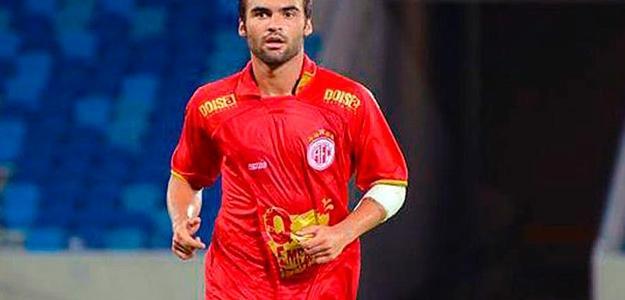 Arthur Maia em campo contra o Flamengo; Foto Lance