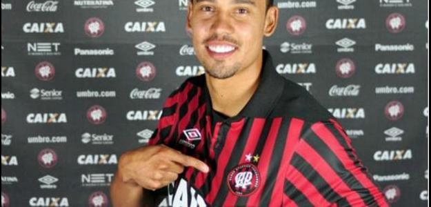 O jogador estava no Joinville onde foi artilheiro do time na Série B