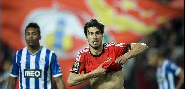 O meia português poderá atuar no Valencia
