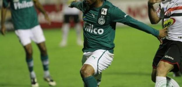 Carlos Alberto rescide contrato com o Goiás