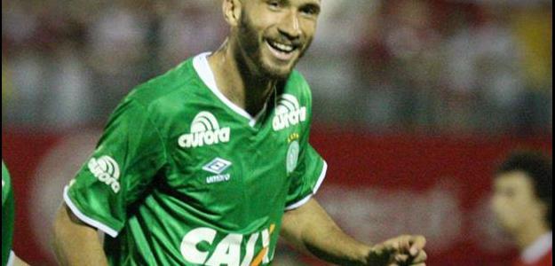 Leandro balançou as redes seis vezes com a camisa da Chapecoense