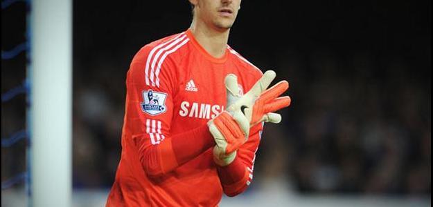Chelsea renovou com o goleiro Courtois por mais cinco anos