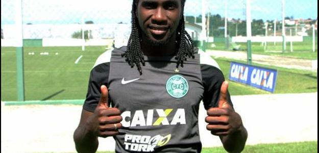 Coritiba oficializa contratação de Negueba e de Pedro Ken para a temporada