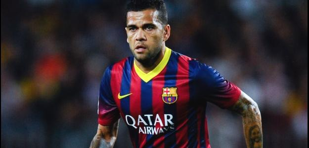 Daniel Alves pode trocar o Barcelona por Liverpool ou Manchester United em 2015
