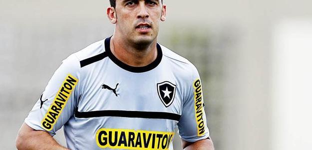 Edilson tem contrato com o Botafogo até o fim do ano