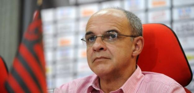 Presidente do Flamengo rechaça possibilidade de saída de Luxemburgo