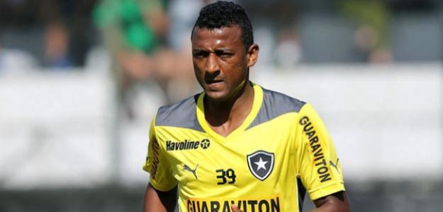 Elias brilhou com a camisa do Botafogo em 2013, marcando 10 gols em sua passagem