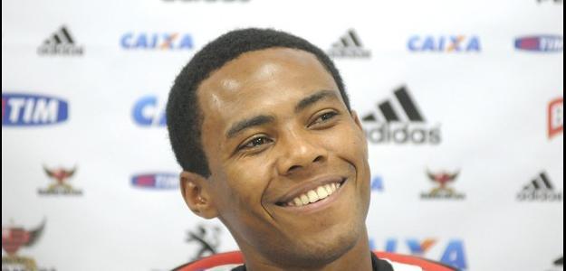 Elias pode ter que escolher entre Flamengo e Corinthians