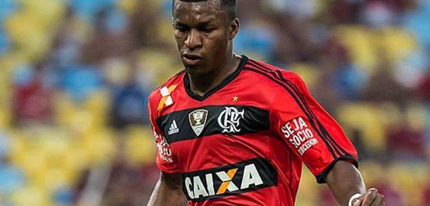 Erazo está insatisfeito com o Flamengo e quer deixar o clube
