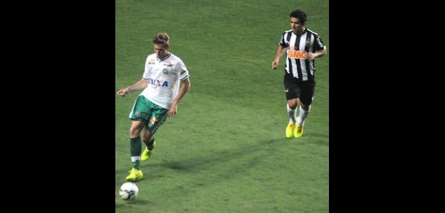 Fabiano em ação na partida contra o Atlético-MG