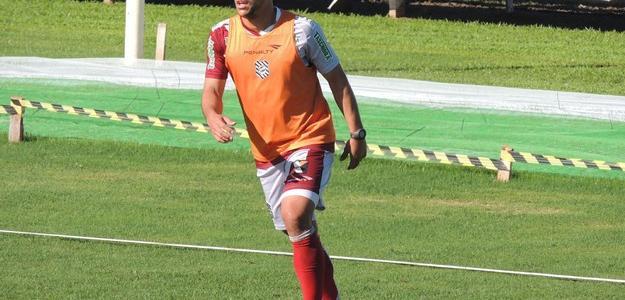 Meia Felipe treina com o grupo do Figueirense