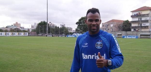 Fernandinho já trabalhou no gramado suplementar do Olímpico