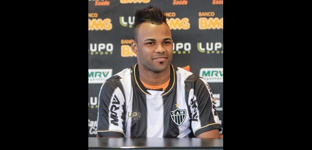 Grêmio quer definição rápida com Fernandinho