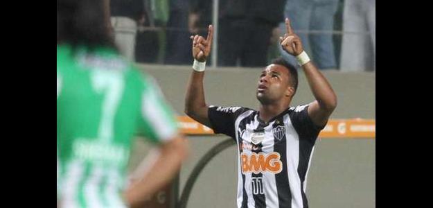 Fernandinho poderá ser um novo reforço para o clube gaúcho