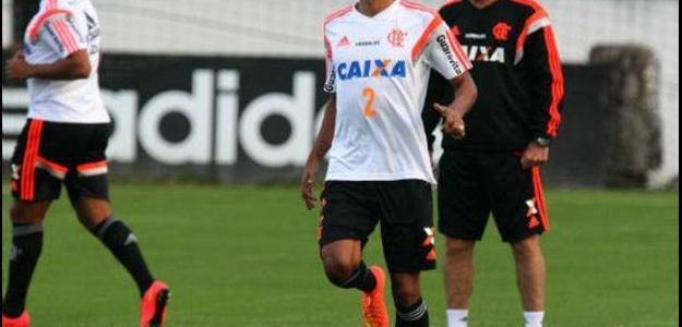 Léo Moura declarou que prefere aguardar o fim da temporada para negociar