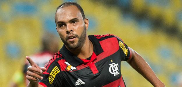 Alecsandro pode deixar o Flamengo para dar espaço a Guerrero
