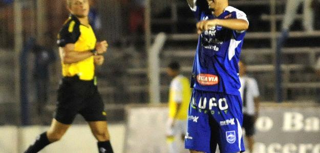 Léo Costa é alvo de Figueirense e JEC