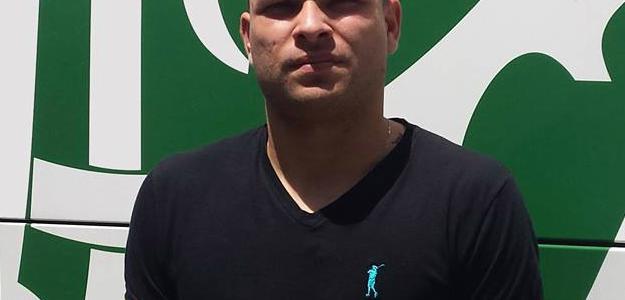 Guilherme Mattis já postou para foto em frente ao escudo do novo clube