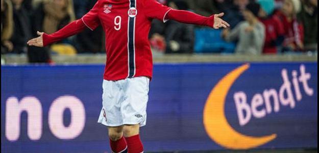O atleta estreou com com 15 anos e 253 dias, pela seleção norueguesa